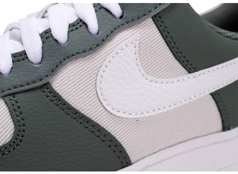 Chaussures Nike Air Force 1 '07 blanche et verte vue dessus