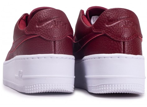 Chaussures Nike Air Force One Sage Low Rouge vue dessous