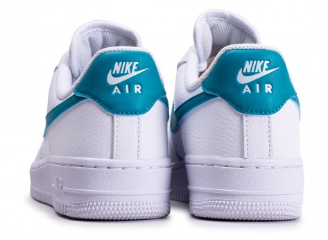 Chaussures Nike Air Force 1'07 blanche bleue or femme vue dessous