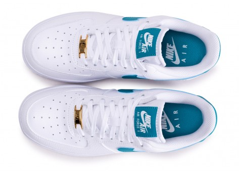 Chaussures Nike Air Force 1'07 blanche bleue or femme vue arrière