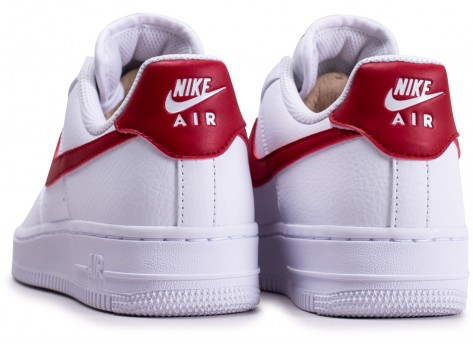 Chaussures Nike Air Force 1'07 blanche rouge et or femme vue dessous
