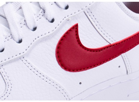 Chaussures Nike Air Force 1'07 blanche rouge et or femme vue dessus