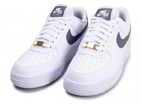 Chaussures Nike Air Force 1'07 blanche grise et or femme vue intérieure