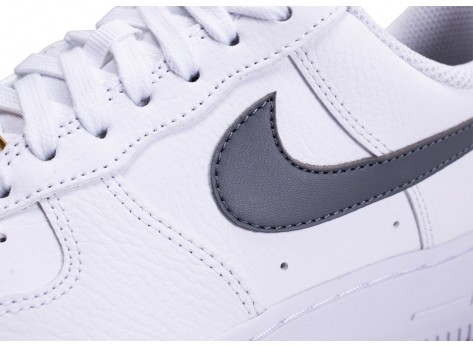 Chaussures Nike Air Force 1'07 blanche grise et or femme vue dessus