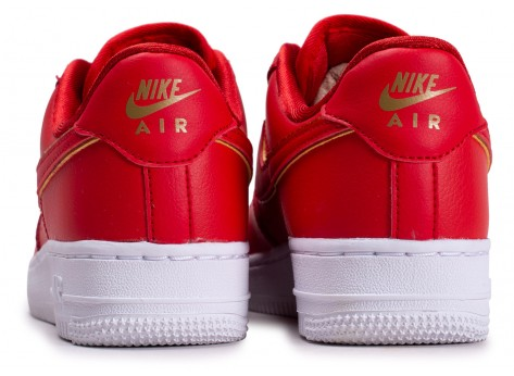 Chaussures Nike Air Force 1 rouge femme vue dessous
