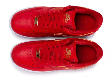 Chaussures Nike Air Force 1 rouge femme vue arrière