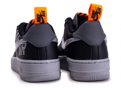 Chaussures Nike Air Force 1  Under Construction noire grise et orange junior vue dessous