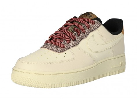 Chaussures Nike Air Force 1 07 LV8 FOSSIL vue avant
