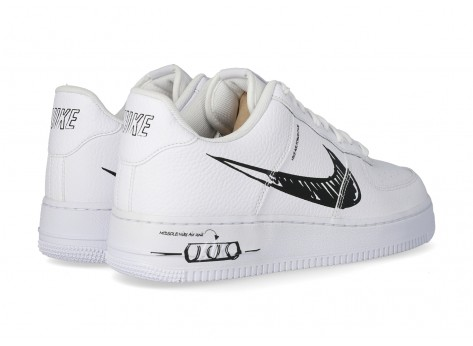 Chaussures Nike AIR FORCE ONE LV8 UTILITY SKETCH blanche et noire vue dessus