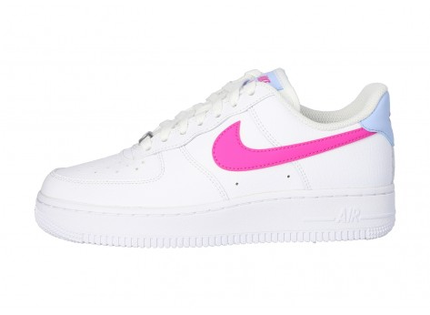 Chaussures Nike Air Force 1 '07 blanche rose et bleue vue dessus