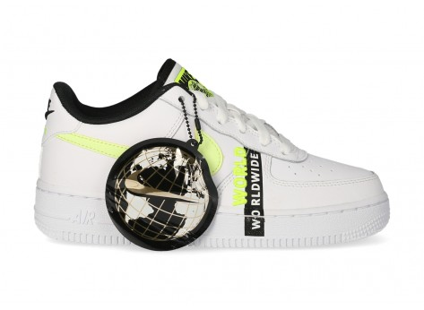 Chaussures Nike Air Force 1 LV8 blanche Volt - Pack Worldwide vue avant