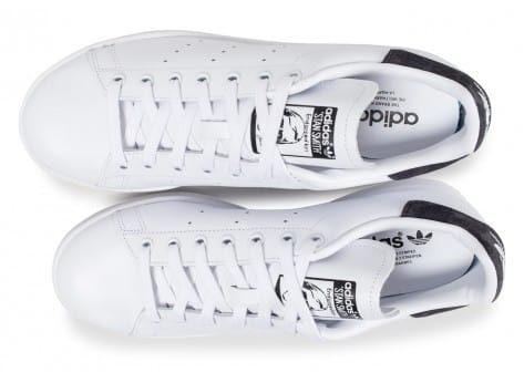 on sale 666f4 6f03a ... Chaussures adidas Stan Smith blanche Patch camouflage noir vue arrière  ...
