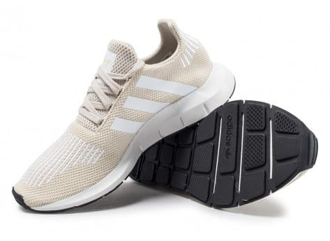 Chaussures adidas Swift Run W beige vue avant