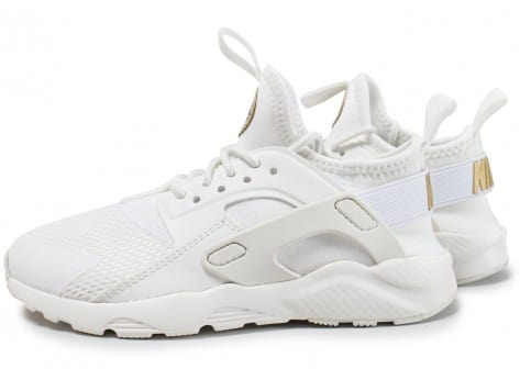 chaussure nike blanche et dore