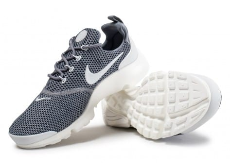 Chaussures Nike Presto Fly grise vue avant