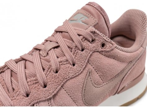 sports shoes 9afc9 4b999 ... Chaussures Nike Internationalist SE W rose Particle Pink vue dessus
