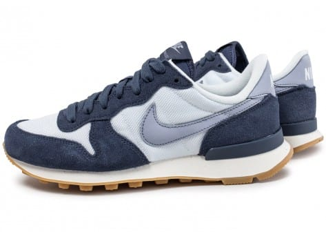 design intemporel d6775 8d86f Nike Internationalist W bleu marine et blanche