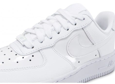 new product 1928d 4e612 ... Chaussures Nike Air Force 1  07 W vernis blanche Patent vue dessus