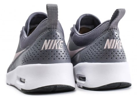 Chaussures Nike Air Max Thea grise et rose vue dessous