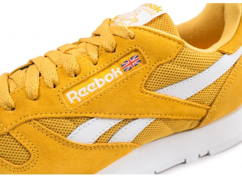 Chaussures Reebok Classic Leather or et blanc vue dessus
