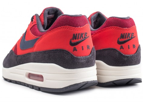 Chaussures Nike Air Max 1 rouge vue dessous