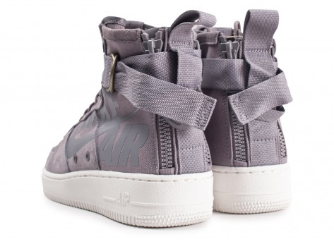 Chaussures Nike SF Air Force 1 Mid grise vue dessous