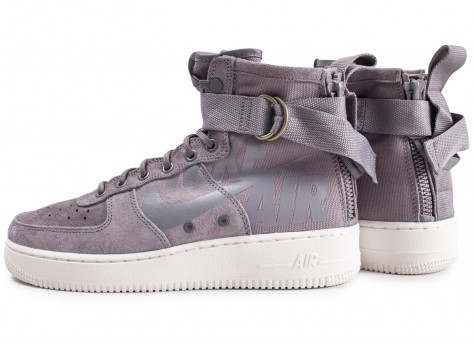 Chaussures Nike SF Air Force 1 Mid grise vue extérieure