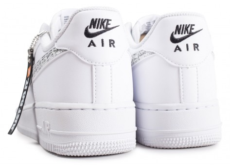 Chaussures Nike Air Force 1 '07 LV8 Just Do It blanche vue dessous
