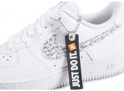 Chaussures Nike Air Force 1 '07 LV8 Just Do It blanche vue dessus