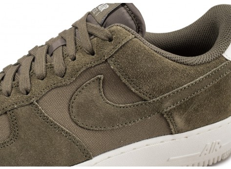 Chaussures Nike Air Force 1 '07 Suede kaki vue dessus