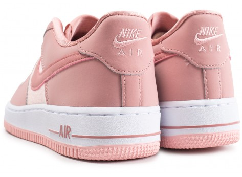 Chaussures Nike Air Force 1 LV8 rose junior vue dessous