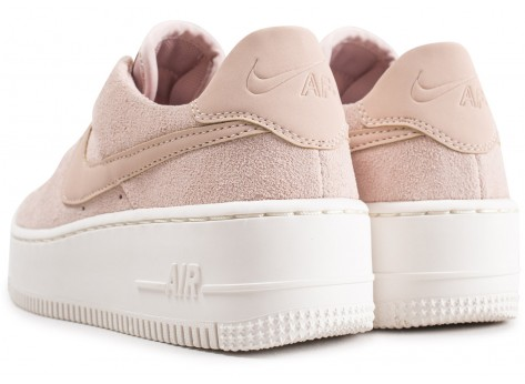 Chaussures Nike Air Force 1 Sage Low rose vue dessous