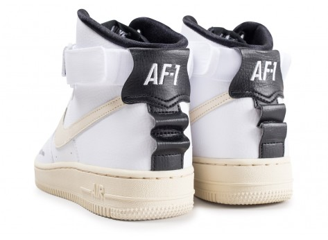 Chaussures Nike Air Force 1 High Utilty blanche femme vue dessous