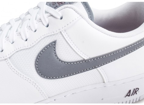 Chaussures Nike Air Force 1 '07 LV8 blanche et grise vue dessus