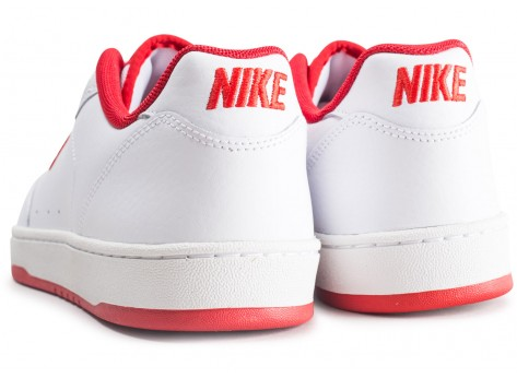 Chaussures Nike Grandstand 2 blanche et rouge  vue dessous