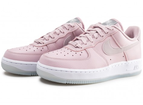 Chaussures Nike Air Force 1 '07 Essential rose et blanche femme vue intérieure