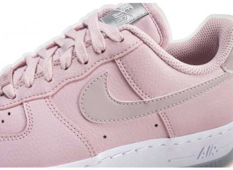 Chaussures Nike Air Force 1 '07 Essential rose et blanche femme vue dessus