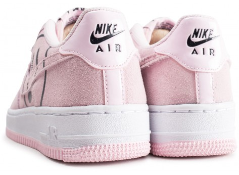 Chaussures Nike Air Force 1 LV8 rose Have a nike Day junior vue dessous