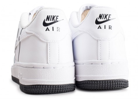 Chaussures Nike Air Force 1 LV8 blanche Have a Nike Day junior vue dessous