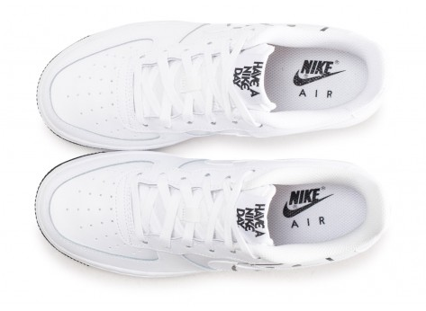 Chaussures Nike Air Force 1 LV8 blanche Have a Nike Day junior vue arrière