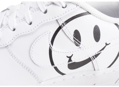 Chaussures Nike Air Force 1 LV8 blanche Have a Nike Day junior vue dessus