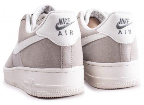 Chaussures Nike Air Force 1 '07 gris vue dessous