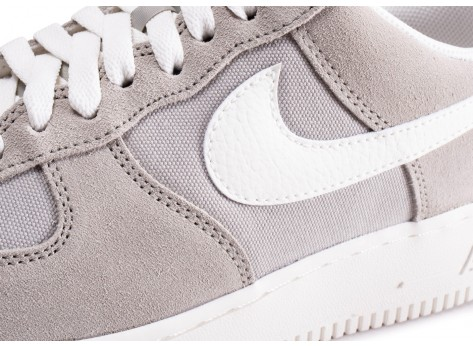 Chaussures Nike Air Force 1 '07 gris vue dessus