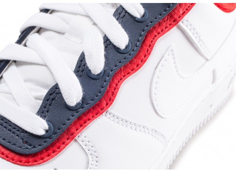 Chaussures Nike Air Force 1'07 LV8 blanche bleue et rouge vue dessus