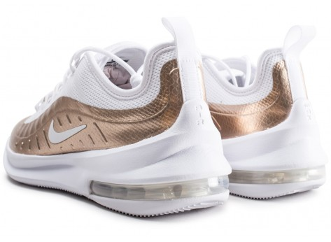 Chaussures Nike Air Max Axis blanche et or junior vue dessous