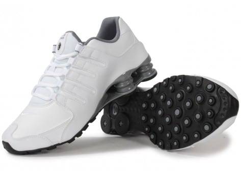 the latest 8af17 fba67 Chaussures Shox Baskets Chausport Nz Homme Blanche Nike pHtxFqww
