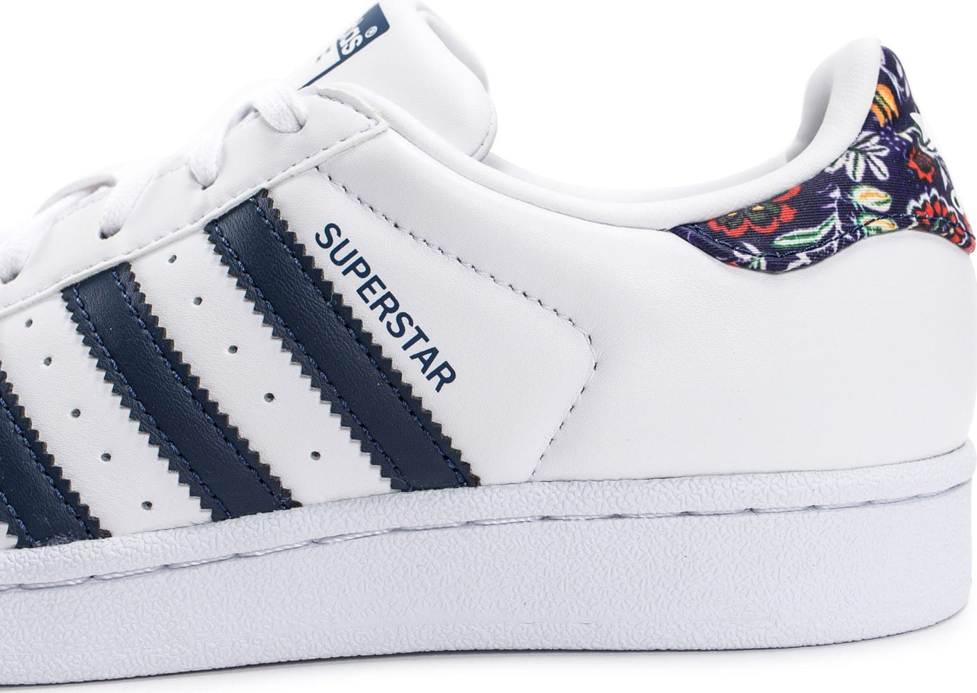 huge selection of 0890c 9f728 ... Chaussures adidas Superstar Farm Company blanche et bleu marine vue  dessus