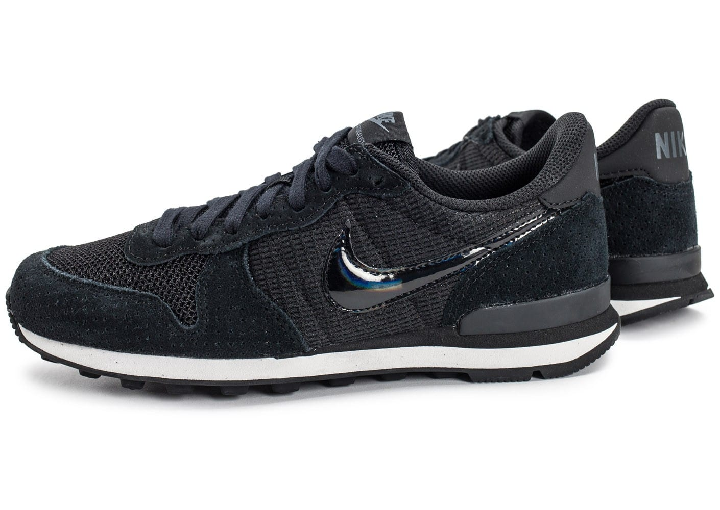 nike noir internationalist