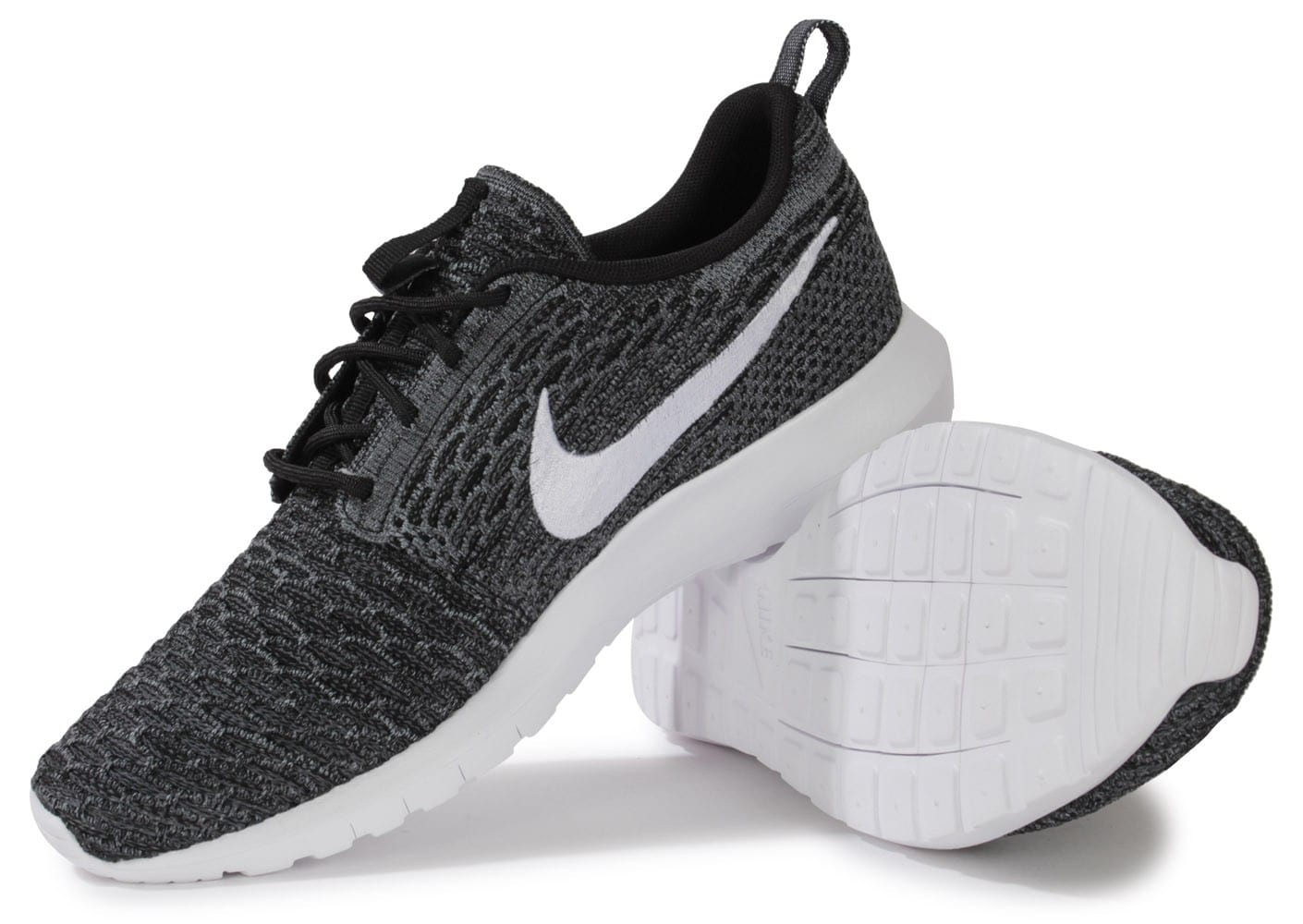 nike roshe run flyknit noire et blanche chaussures baskets homme chausport. Black Bedroom Furniture Sets. Home Design Ideas