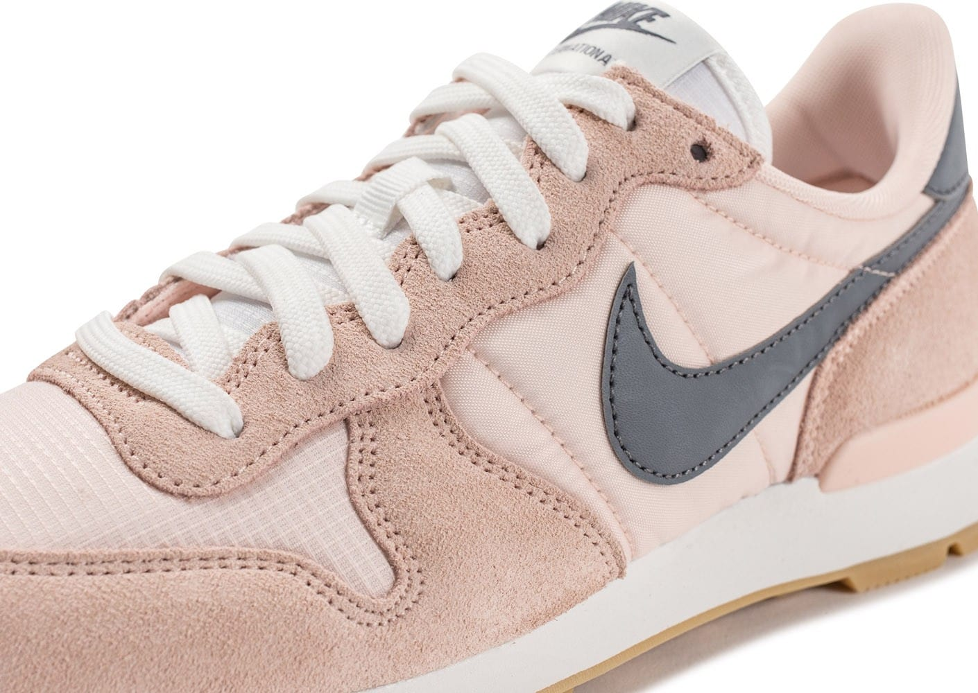 nike rose et grise internationalist